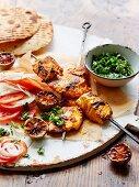 Gegrillte Tandoori Fisch-Spiesse mit Tomaten