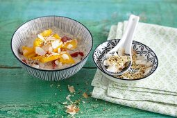 Coconut rice pudding with goji berries and mango