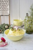 Mashed potatoes with thyme and radishes