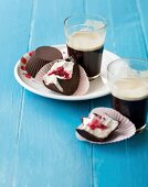 Chocolate marshmallows with a raspberry core