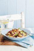 Spaghetti mit Kräutern, Oliven und Zitrone