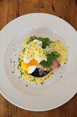 Eggs Benedict with mushrooms, ham and Hollandaise sauce (USA)