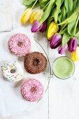 Donuts und Tulpen