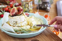 Baked camembert with rosemary, honey and fresh figs