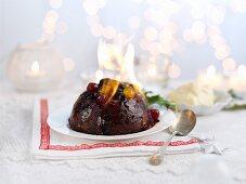 Flaming Christmas pudding with port