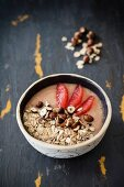 A smoothie bowl with grapfeuit, spelt flakes and hazelnuts