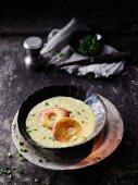 Cream of apple soup with curry à la Hildegard von Bingen