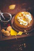 Kürbiskuchen mit Quitten und Walnüssen