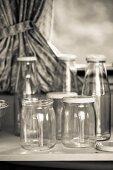 Flaschen und Gläser zum Einmachen