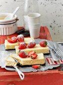 Strawberry cheesecake bars with Oreo bases (USA)