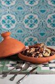 Lammtajine mit Pflaumen und Mandeln (Marokko)