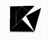 Tangram - Chinesisches Legespiel aus schwarzen geometrischen Formen