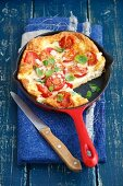 Frittata con pomodoro e mozzarella (omelette with tomatoes and mozzarella, Italy)
