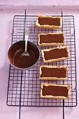 Rectangular tartlets with chocolate cream