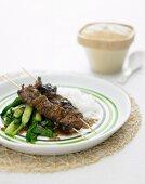 Szechuan-Rindfleischspiesse mit Pak Choi (Asien)