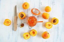 A jar of apricot jam and apricots