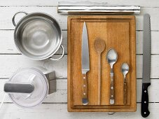 Kitchen utensils for making a baguette with a quark cream filling