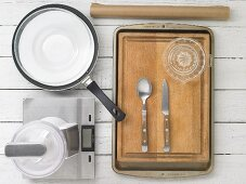 Kitchen utensils for making dried fruit sweets