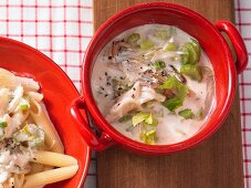 Celery sauce with apples and horseradish