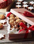 Cinnamon stars and almond macaroons as a Christmas present
