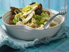Pointed cabbage with morel and chicken breast strips