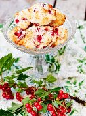 Quark pastries with redcurrants and grated coconut