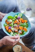 A sweet potato salad with spinach, red-veined dock, apple and quinoa (Superfood)