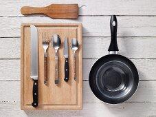 Kitchen utensils for preparing scrambled egg