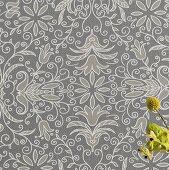 Floral gemusterte Vliestapete mit Reliefwirkung in Grautönen und nostalgischem, skandinavischem Flair