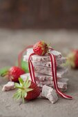 Strawberry and white chocolate slabs with fresh strawberries