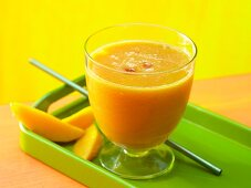 A guava and mango drink with melon