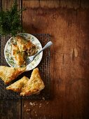 Puff pastry triangles filled with chicken, fennel and leek