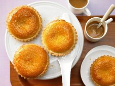 Almond cakes with apricot jam
