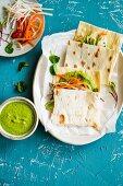 Radieschenblätter-Hummus mit Fladenbrot