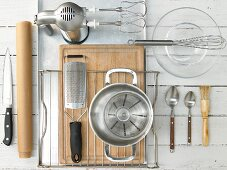 Kitchen utensils for baking a yeast tart