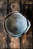 Backform für Dinkel-Amaretto-Früchtekuchen, mit Backpapier ausgelegt