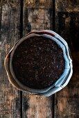Teig für Dinkel-Amaretto-Früchtekuchen in Backform