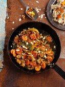 Rindfleisch mit getrockneten Aprikosen und Mandelblättchen