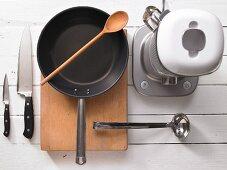 Kitchen utensils for making a melon bowl