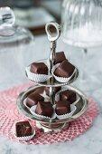 Raspberry-flavoured vegan nougat chocolate cubes on an étagère