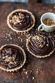 Vegan tartlets with nougat and crunchy nut brittle