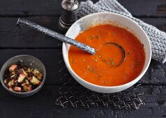 Vegetarian paprika soup with pumpernickel bread