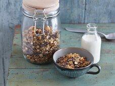 Crunchy chocolate muesli with seeds