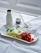 Beef tartare with a poached egg and white cabbage (low carb)