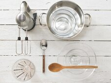 Kitchen utensils for the preparation of frothy coffee