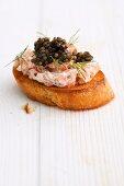Crostini with salmon and caviar