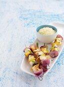 Gegrillte Fischspiesse mit Couscous