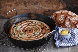 Westfälischer Rosenkranz mit Brot und Senf