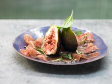 Figs with Parma ham, honey and mint