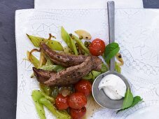 Lamb fillets with pointed peppers, green peppercorns and mint